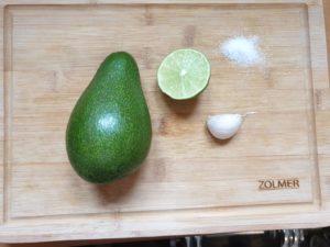 Zutaten für einen veganen Avocado Dip